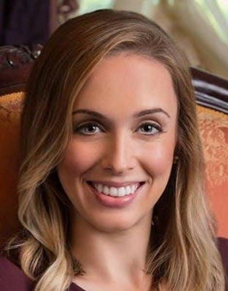 Elizabeth Murphy Headshot Image